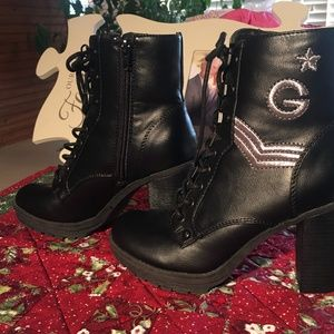 BLACK LEATHER BOOTS BY GUESS SZ.  6.5